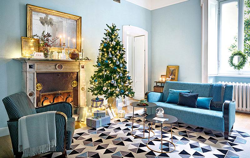 Рождество в голубом: праздничный наряд для особняка 19 века в Италии