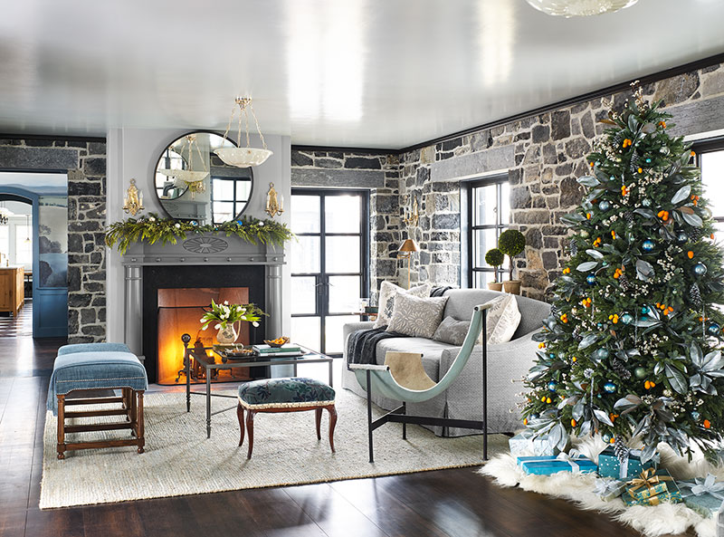 Рождественский декор в серых тонах для фермерского дома в Вермонте
