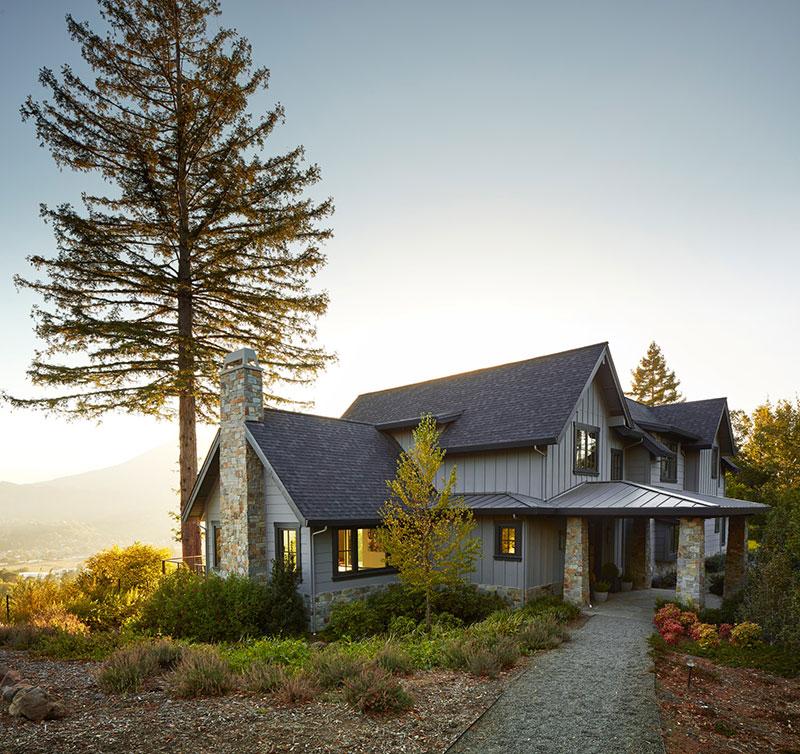 Дом в США с жизнерадостным интерьером и великолепным видом из окна