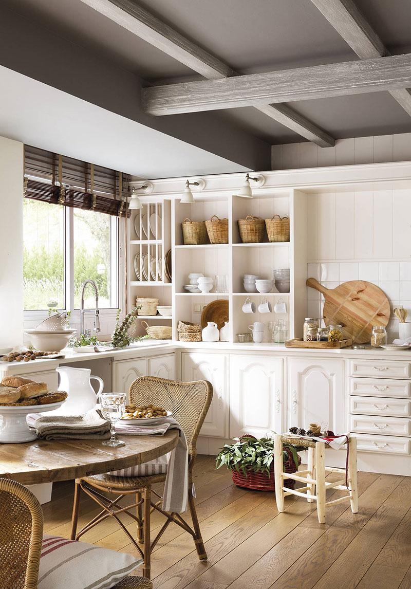 Christmas fairy: festive kitchen in Spanish house ...