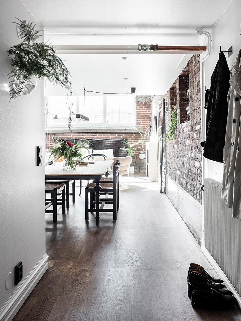 loftas Ground-floor-apartment-with-brick-wall-pufikhomes-21