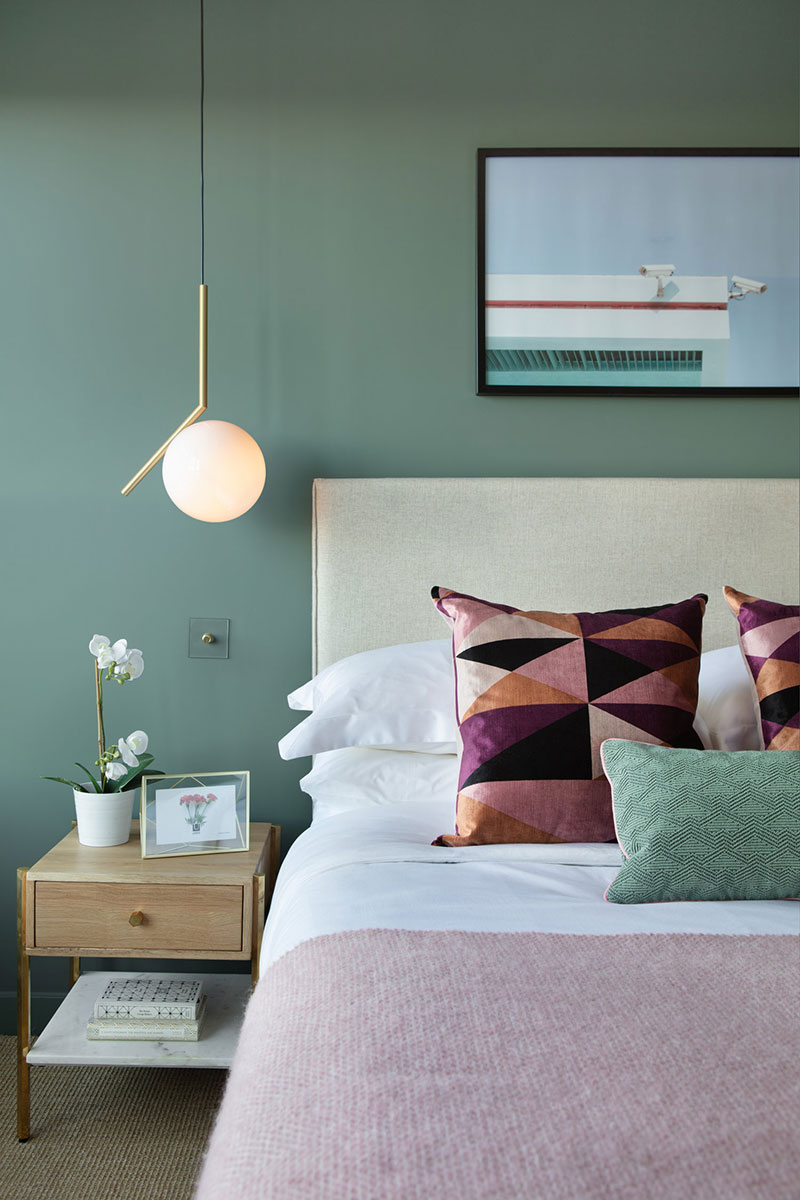 Admirable Modern Apartment With Olive Bedroom In North London Download Free Architecture Designs Scobabritishbridgeorg