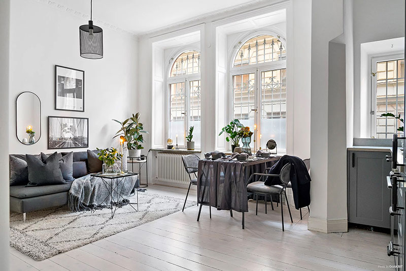 Нарядная монохромная квартира-студия в Швеции (30 кв. м)