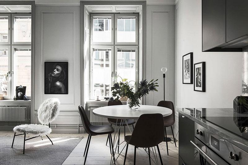 Компактная квартира с синим диваном в Швеции (47 кв. м)