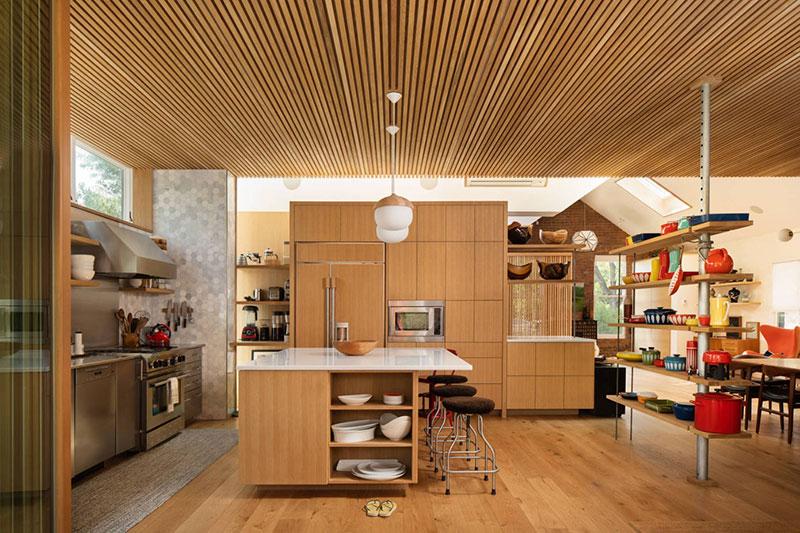 Геометрия дерева: натуральные материалы в интерьере дома в Колорадо