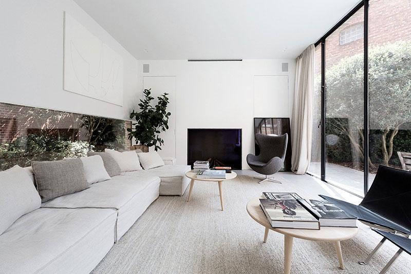 Современный дом с воздушными интерьерами в Бельгии