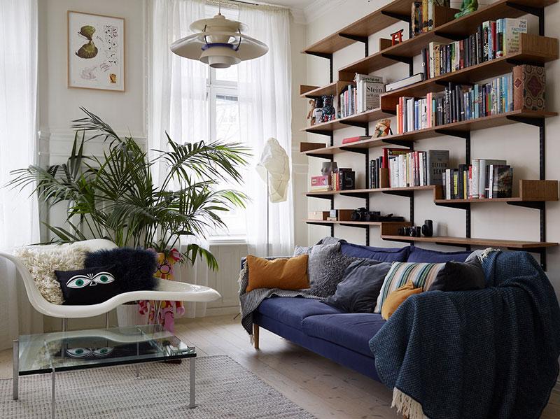 Красочный декор и винтажная дверь: яркая скандинавская квартира (92 кв. м)