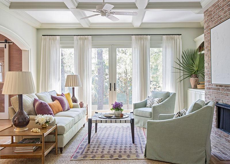 Яркий, но элегантный интерьер дома в США