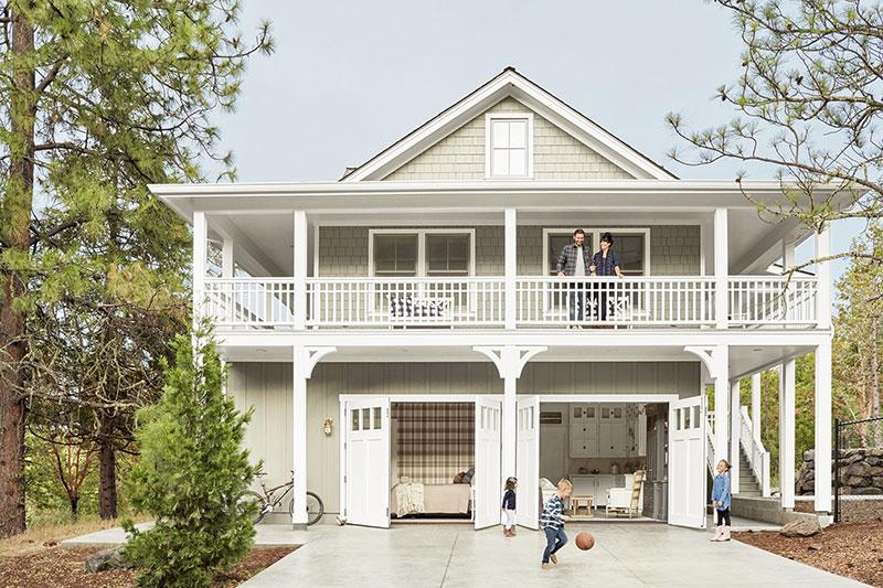 Превращение старого гаража в небольшой уютный загородный дом в США