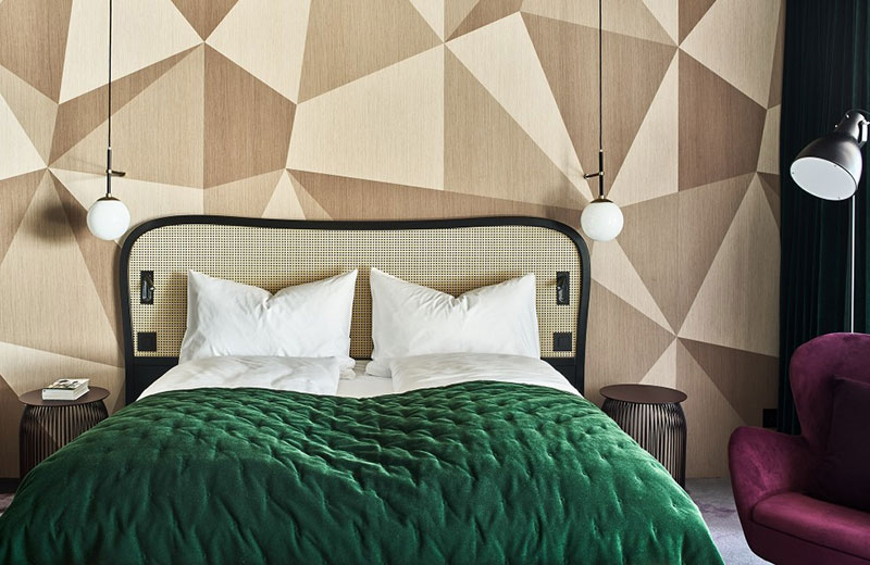 Hide Hotel: rich colors and strict elegance surrounded by Swiss Alps
