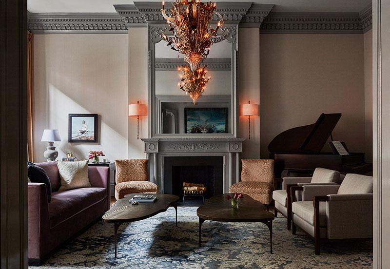 Уникальные светильники и удивительные картины в интерьере дома в Филадельфии