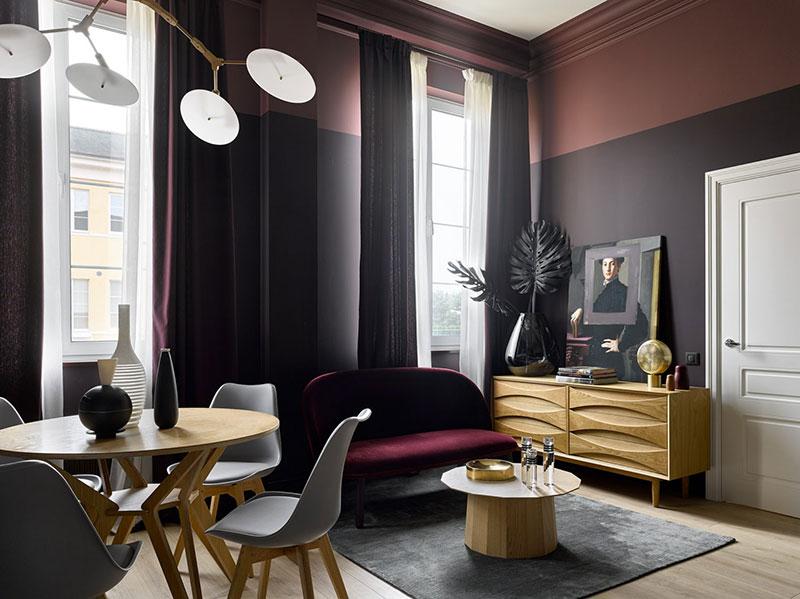 Маленькая квартира в чудесных темных тонах для девушки в Москве (32 кв. м)