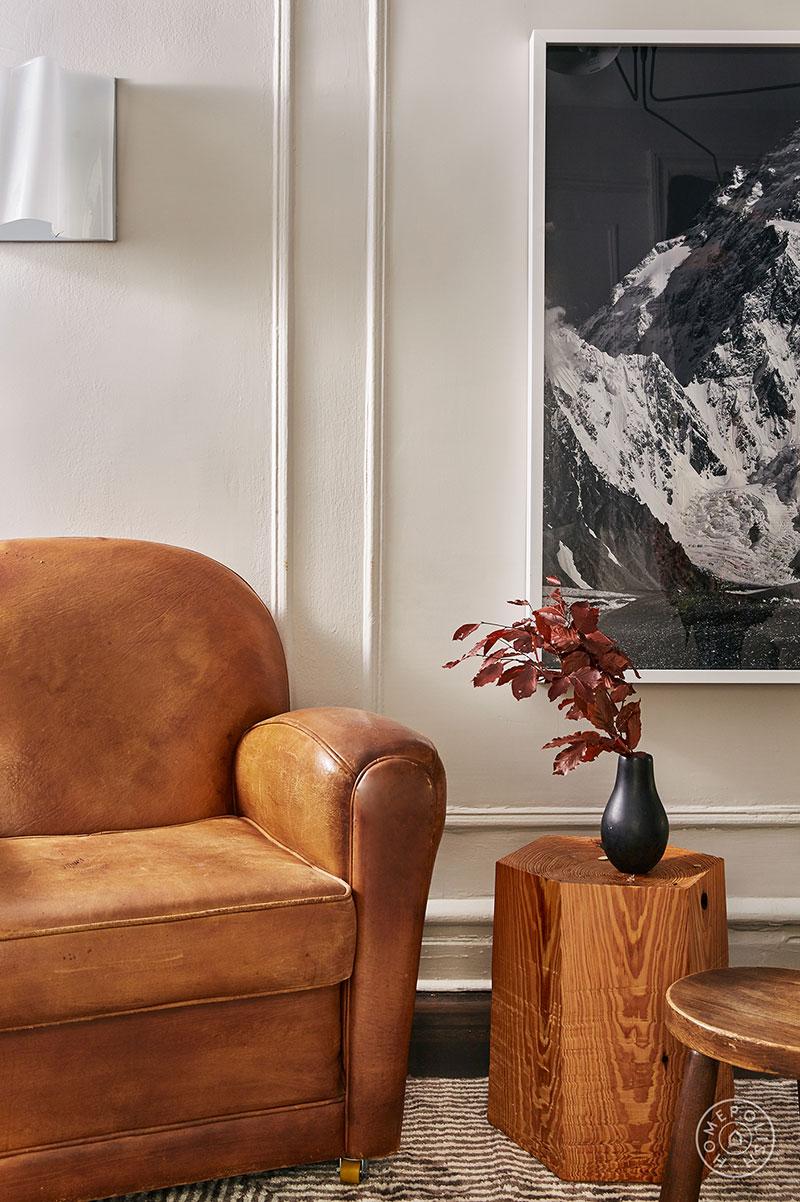Современная квартира со стильными контрастными интерьерами на Манхеттене