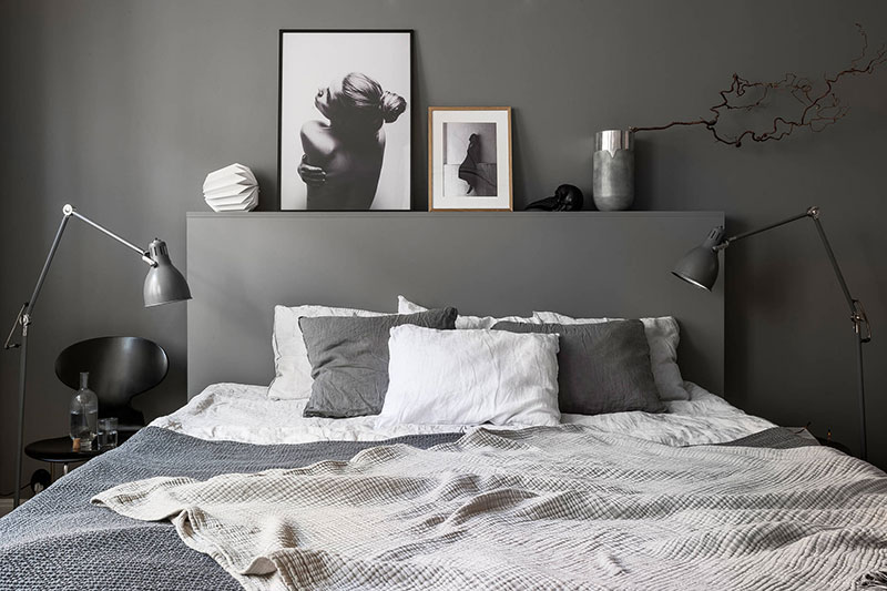 Black and beige: great scheme for cozy apartment in Stockholm