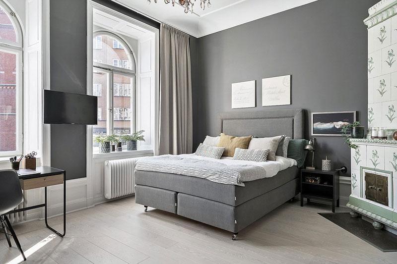 Черные обрамления и интересные принты: необычная скандинавская квартира