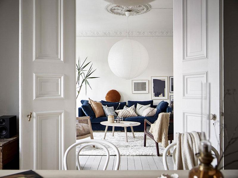 Strange Swedish Apartment With Blue Sofa And Faience Stove Inzonedesignstudio Interior Chair Design Inzonedesignstudiocom