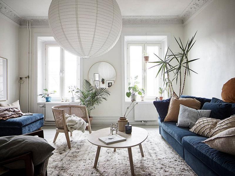 Stupendous Swedish Apartment With Blue Sofa And Faience Stove Inzonedesignstudio Interior Chair Design Inzonedesignstudiocom