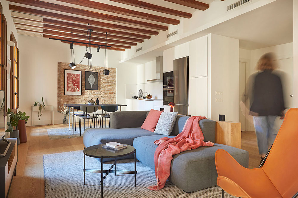 Испанский интерьер в его лучшем виде: обновленная квартира в Барселоне