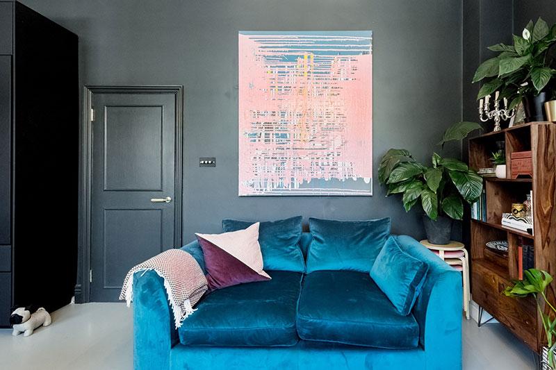 интерьер с камином в квартире