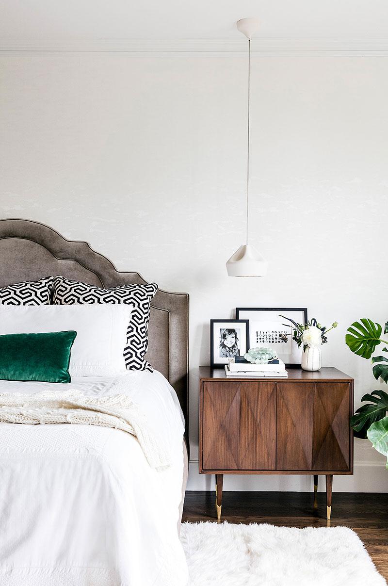 интерьер спальни черно белых тонах