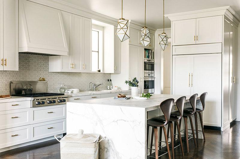 интерьер кухни черно белый