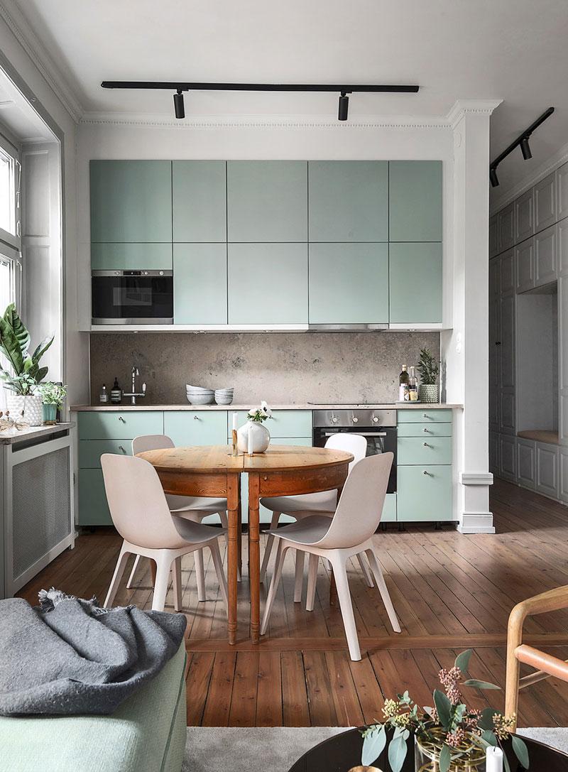 интерьер кухни с зелеными акцентами