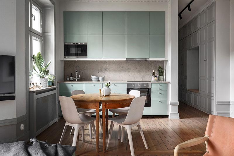 зеленый акцент в интерьере белой кухни