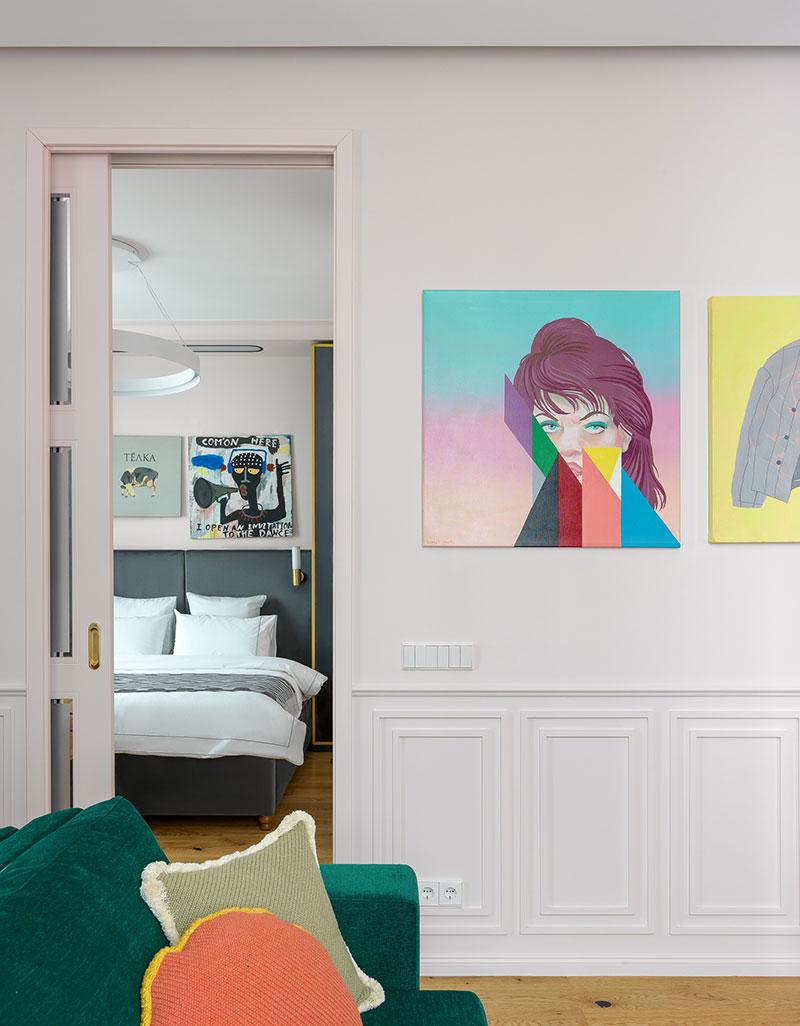 яркие краски интерьера