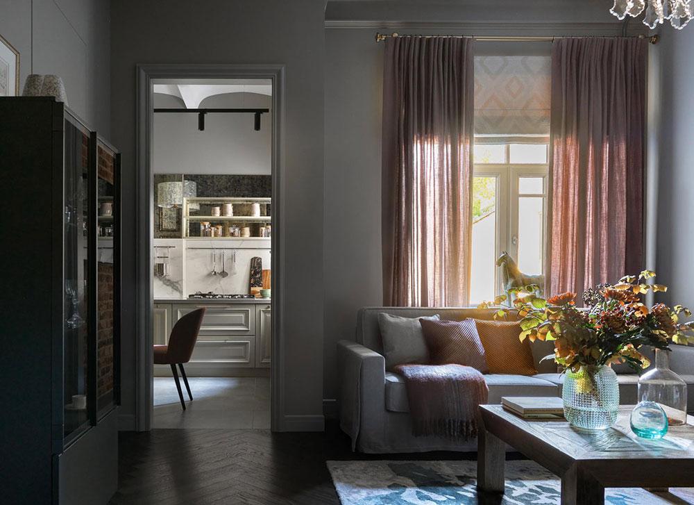 интерьер квартиры в темных тонах и светлых