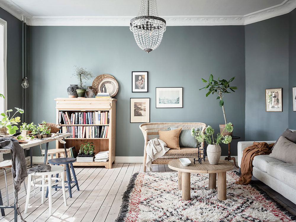 дизайн квартиры с голубыми стенами