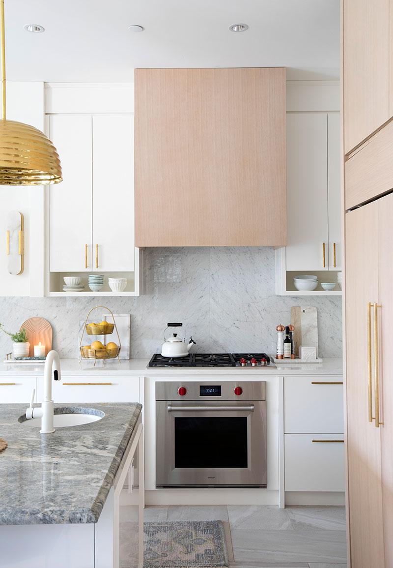 современная кухня в светлых тонах дизайн фото