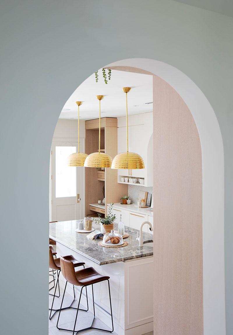 современная кухня дизайн в светлых тонах фото