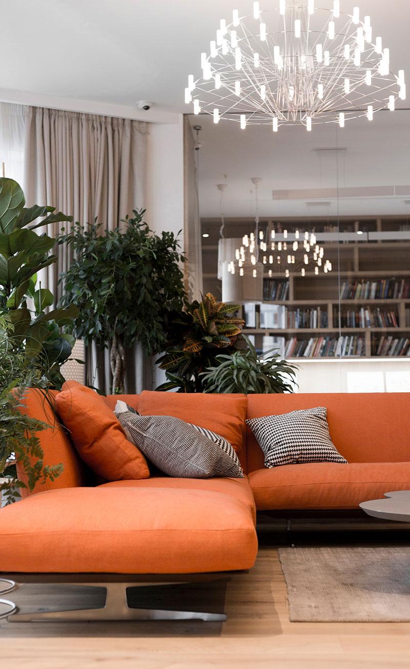 библиотека в современном интерьере квартиры