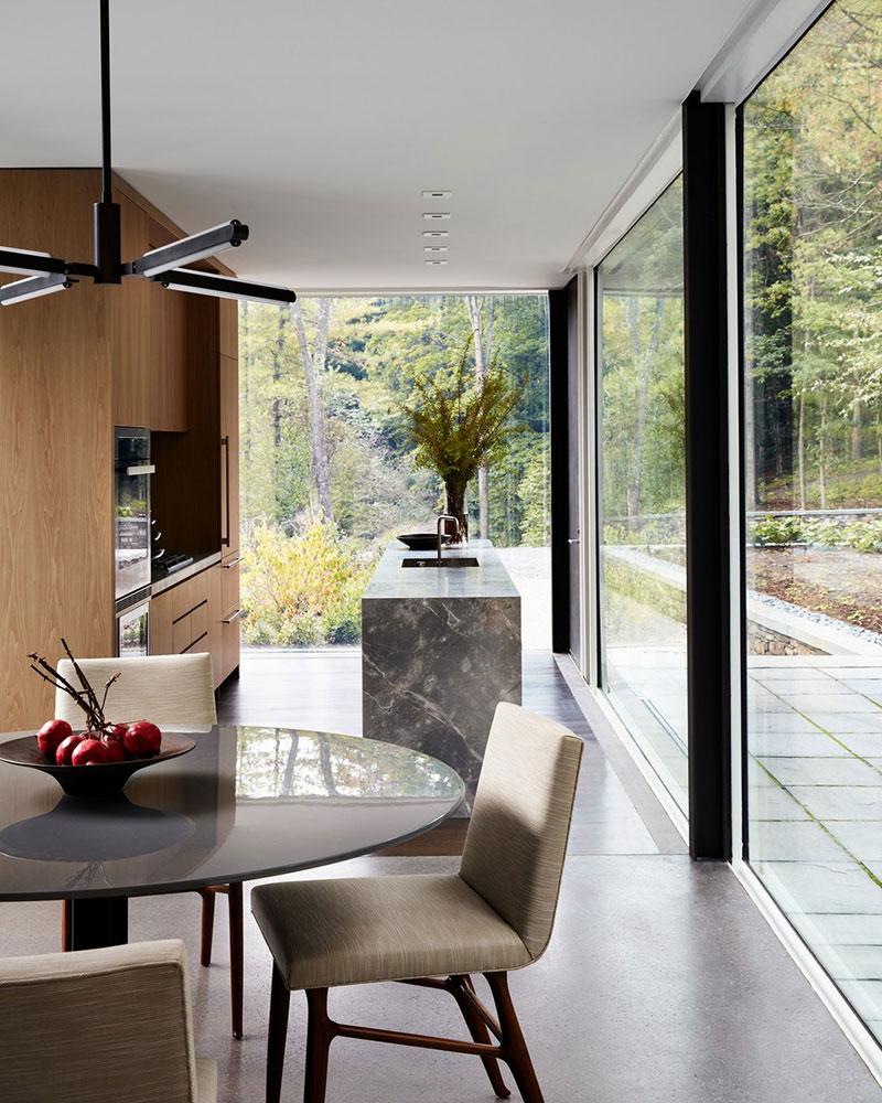 дома со стеклянными стенами