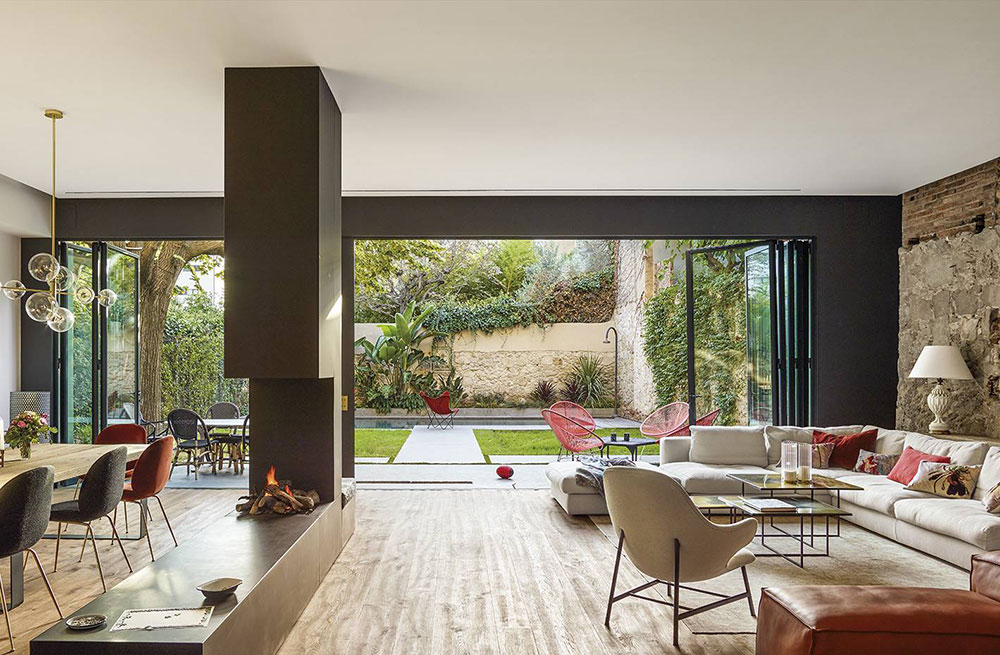 Modern Interiors In This Old Spanish House Look Stunning