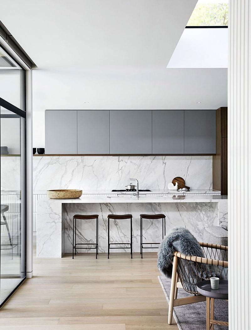 интерьер стильных кухонь в современном доме