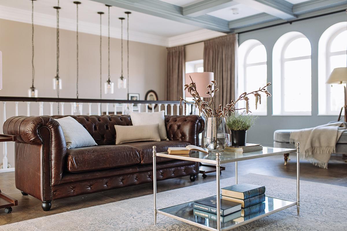 дизайн гостиной в частном доме фото в классическом стиле фото