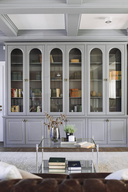 дизайн гостиной с кухней в частном доме в классическом стиле фото