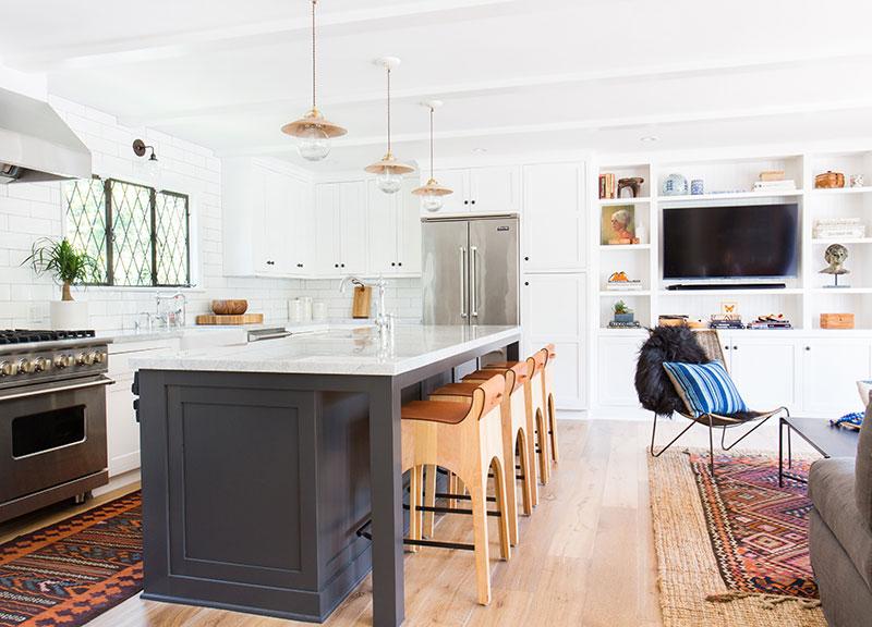 белые интерьеры загородных домов фото