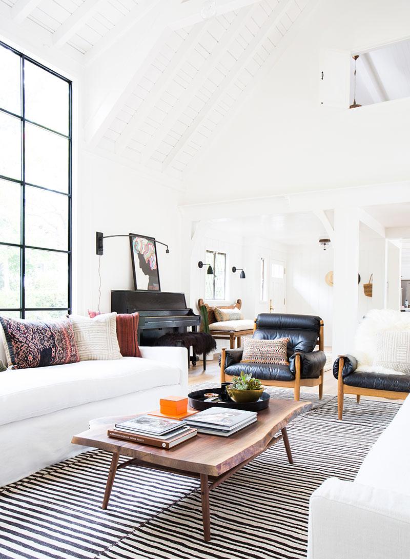 интерьер загородного дома в белом цвете фото