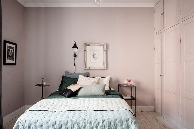 интерьер спальни с синими обоями фото