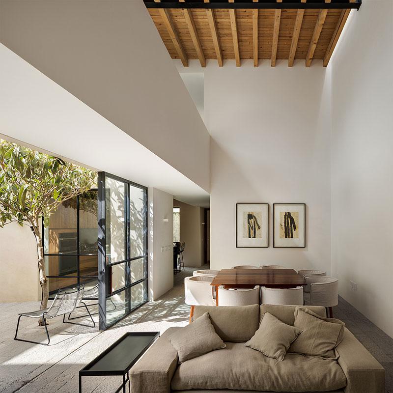 балки на потолке в интерьере