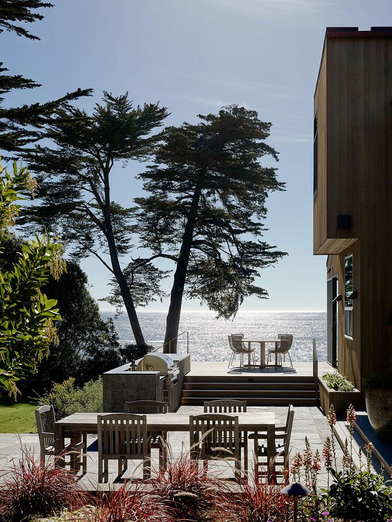 современные дома на берегу океана
