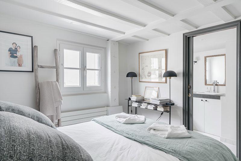 кровать чердак в интерьере однокомнатной квартиры
