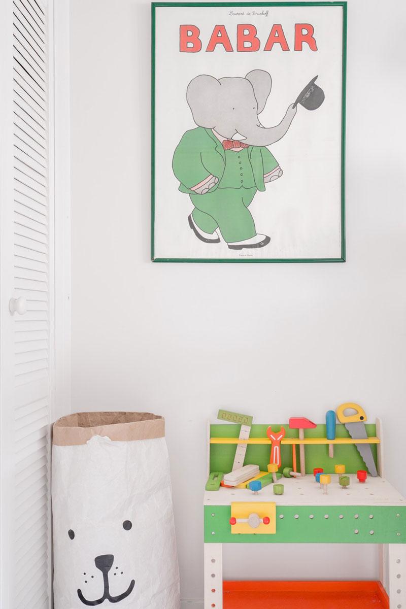 интерьер однокомнатной квартиры с кроватью чердаком