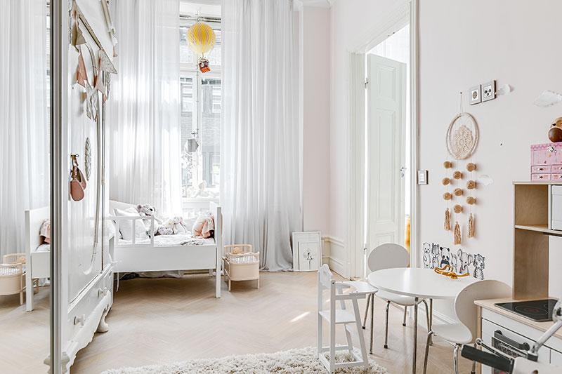 детская в пастельных тонах в обычной квартире