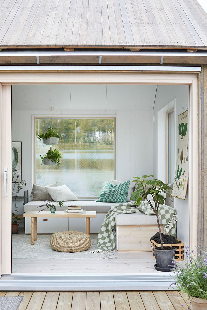 Wonderful tiny lake house of only 25 sqm in Sweden ...