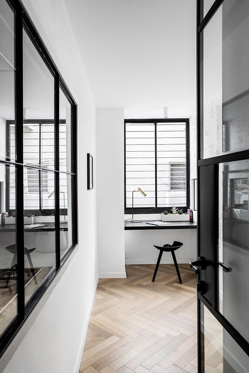 Класс! Черно-белый минимализм и нотки индустриального стиля в Тель-Авиве