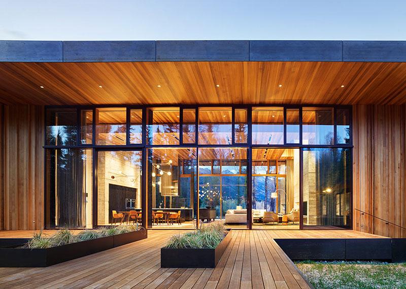 современные дома из дерева и стекла