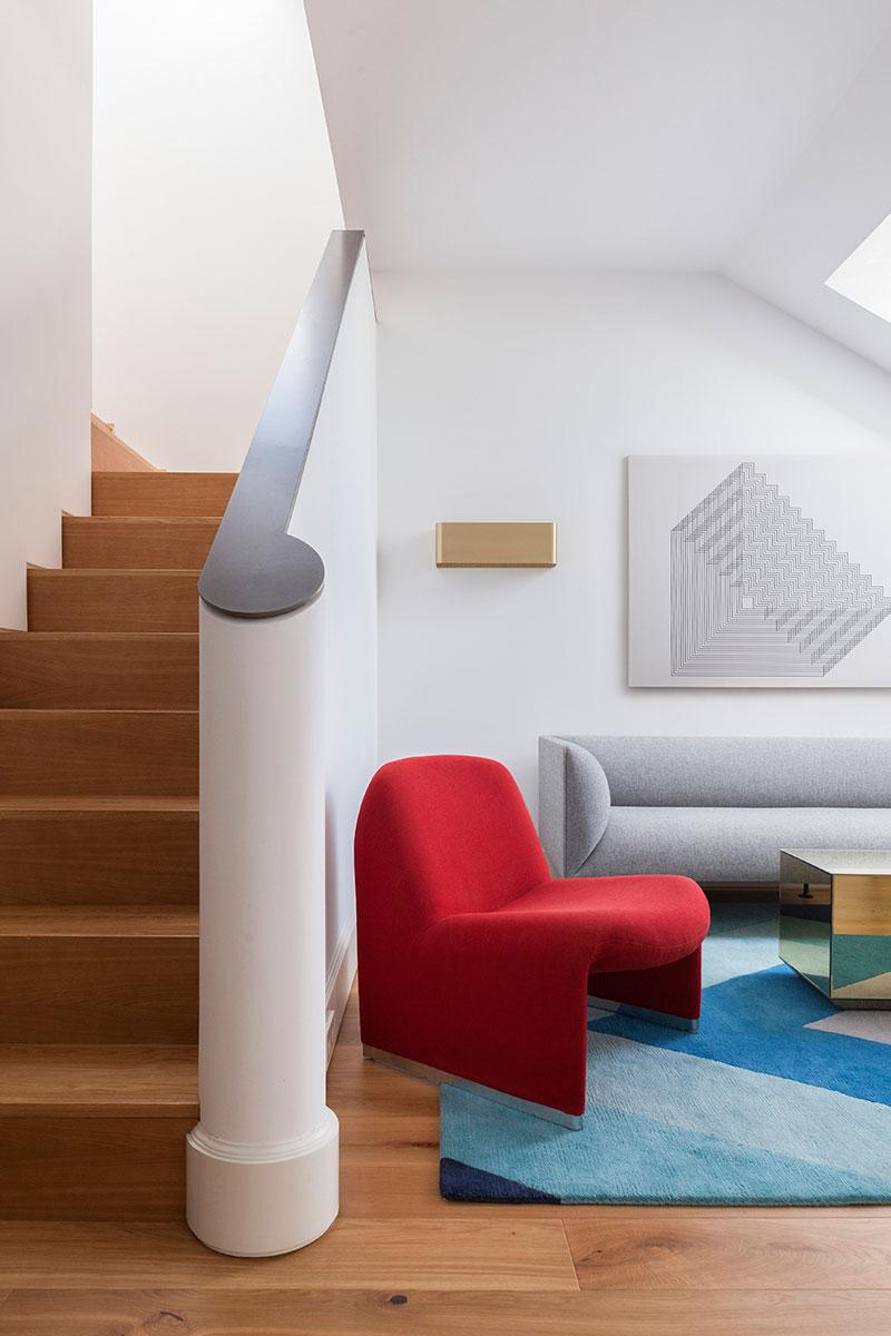 интерьер скошенных потолков